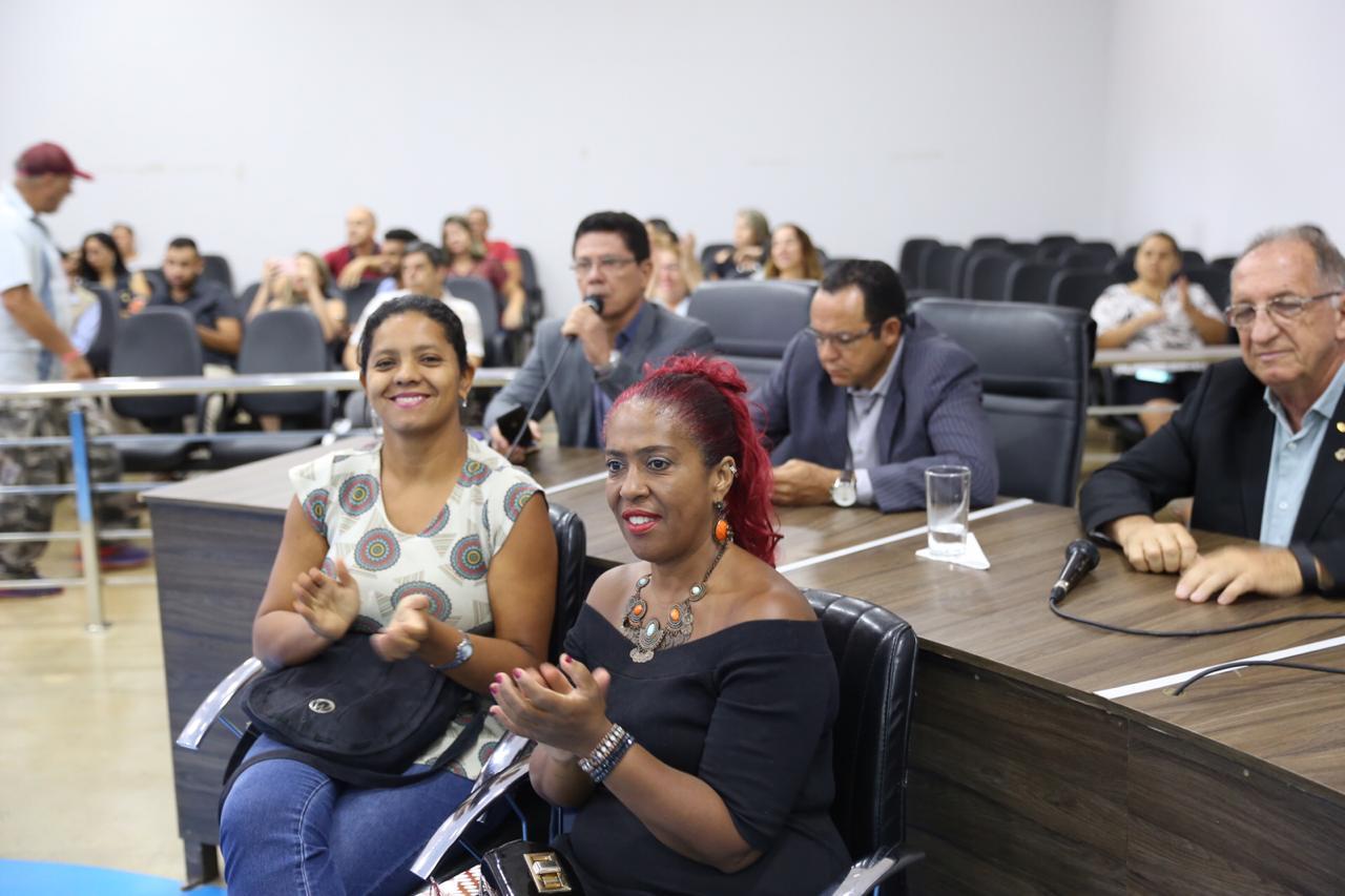 Em dia de intenso trabalho, vereadores aprovam alteração ao Plano de Carreira dos servidores administrativos da Educação