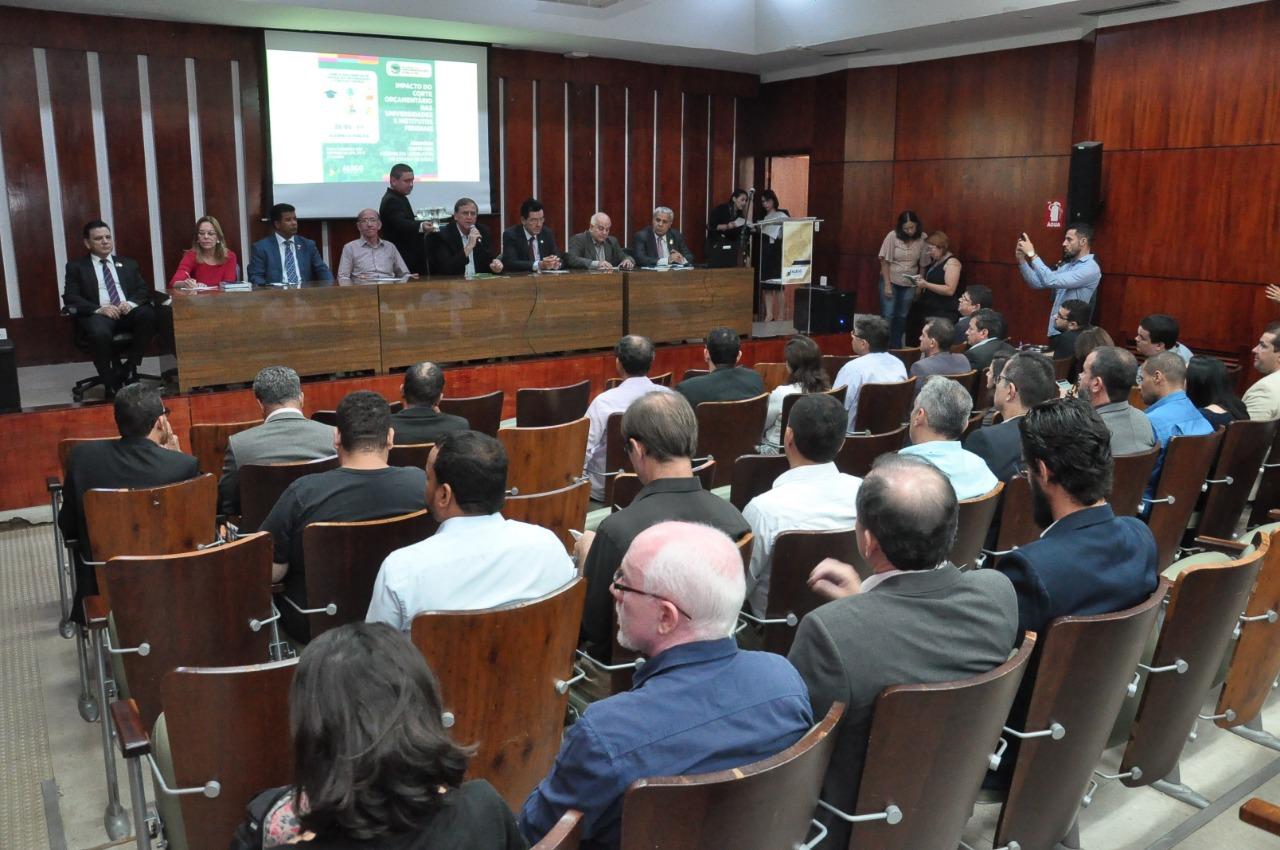 Deputados estaduais se mobilizam  para evitar corte de verba
