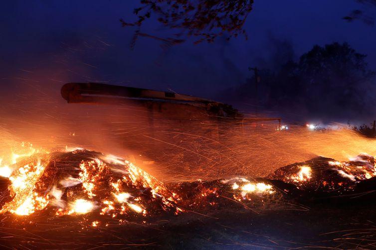 Inc�ndios florestais avan�am na Calif�rnia e aulas s�o suspensas