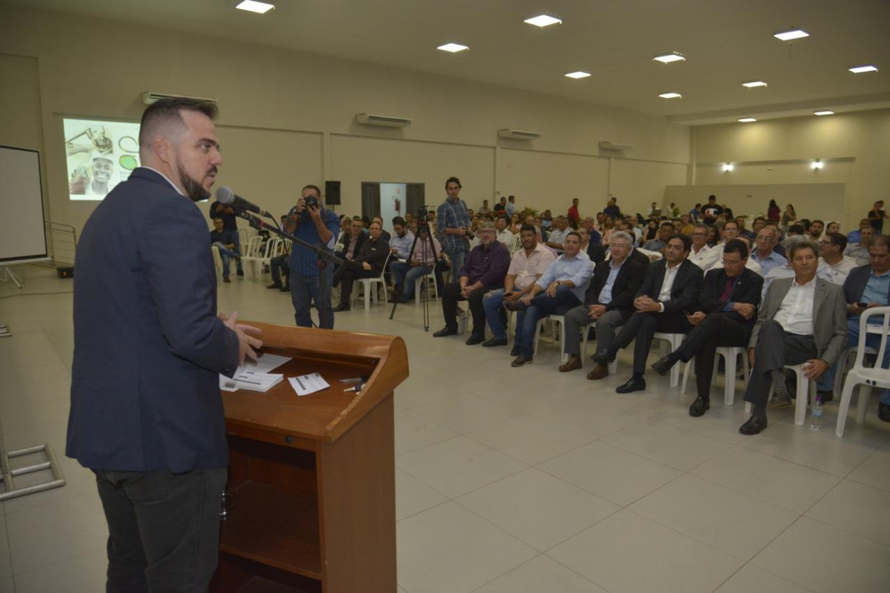 Prefeito Gustavo participa de Seminário em Defesa do Desenvolvimento e dos Empregos