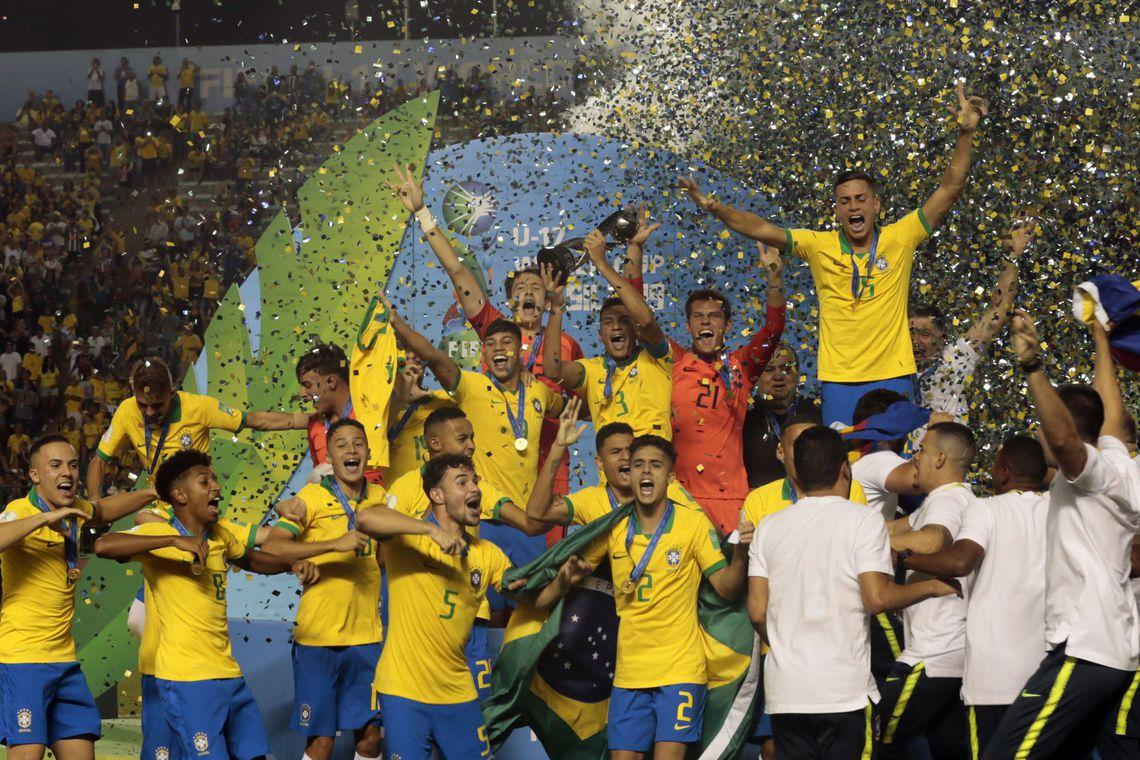 Brasil vence M�xico de virada, com gol nos acr�scimos do 2� tempo
