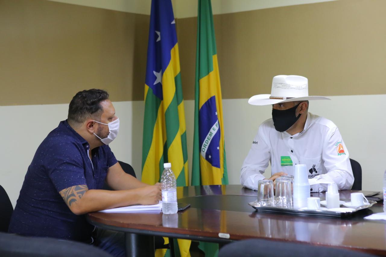 Amauri Ribeiro busca regulariza��o fundi�ria em Goi�s