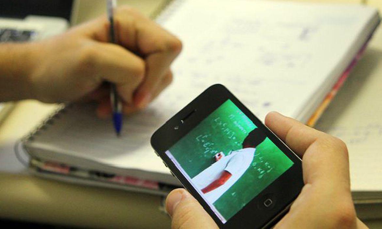 Com digitaliza��o de salas de aula, pandemia acentua exclus�o escolar