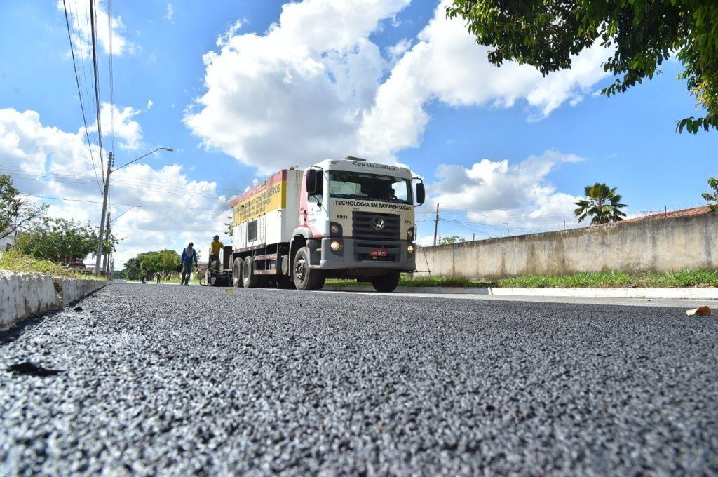 Em Aparecida, Gustavo Mendanha anuncia asfalto para mais quatro bairros