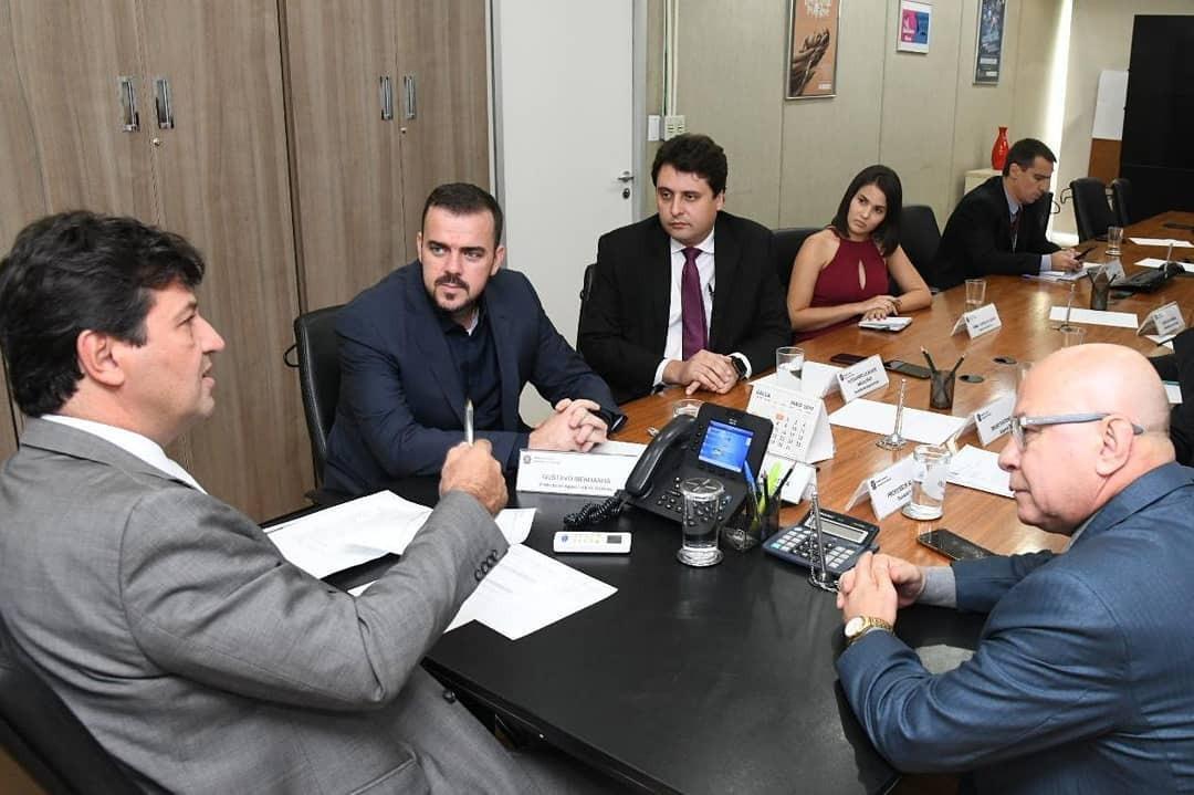 Professor Alcides e Gustavo Medanha buscam recursos para Hospital Municipal funcionar com 100% de sua capacidade