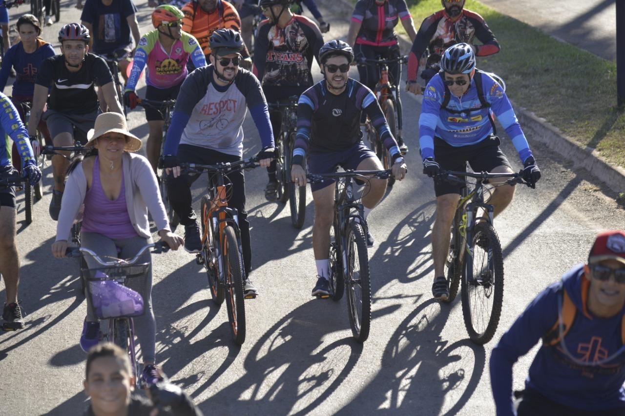 Gustavo Mendanha e comunidade católica realizam passeio ciclístico