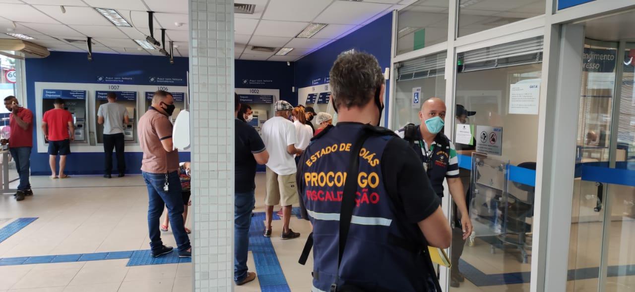 Procon Goiás autua 12 agências bancárias em Goiânia por má prestação de serviço