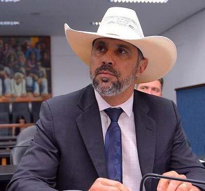 Amauri Ribeiro quer reduzir pre�o das mensalidades de institui��es de ensino em Goi�s