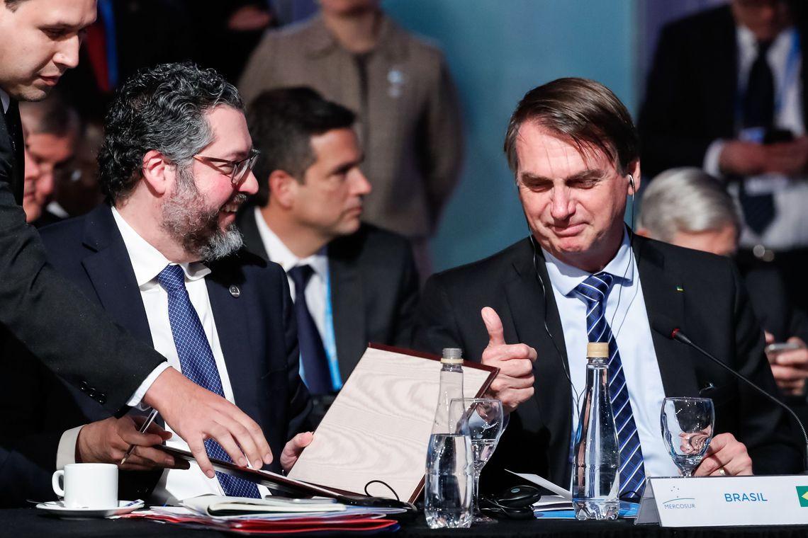 Governo quer reduzir al�quota do IR para m�ximo de 25%, diz Bolsonaro