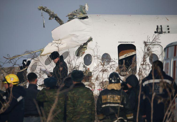 Avi�o cai no Cazaquist�o e mata pelo menos 15 pessoas