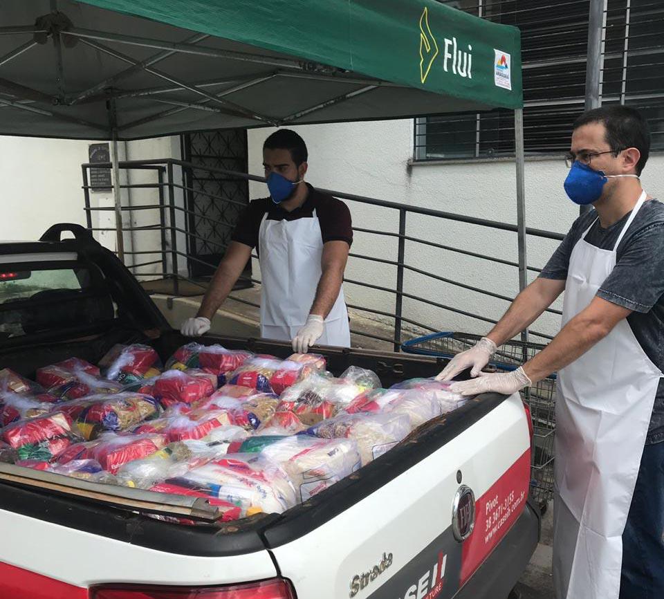Loja de m�quinas agr�colas e sistemas doa cestas b�sicas durante pandemia