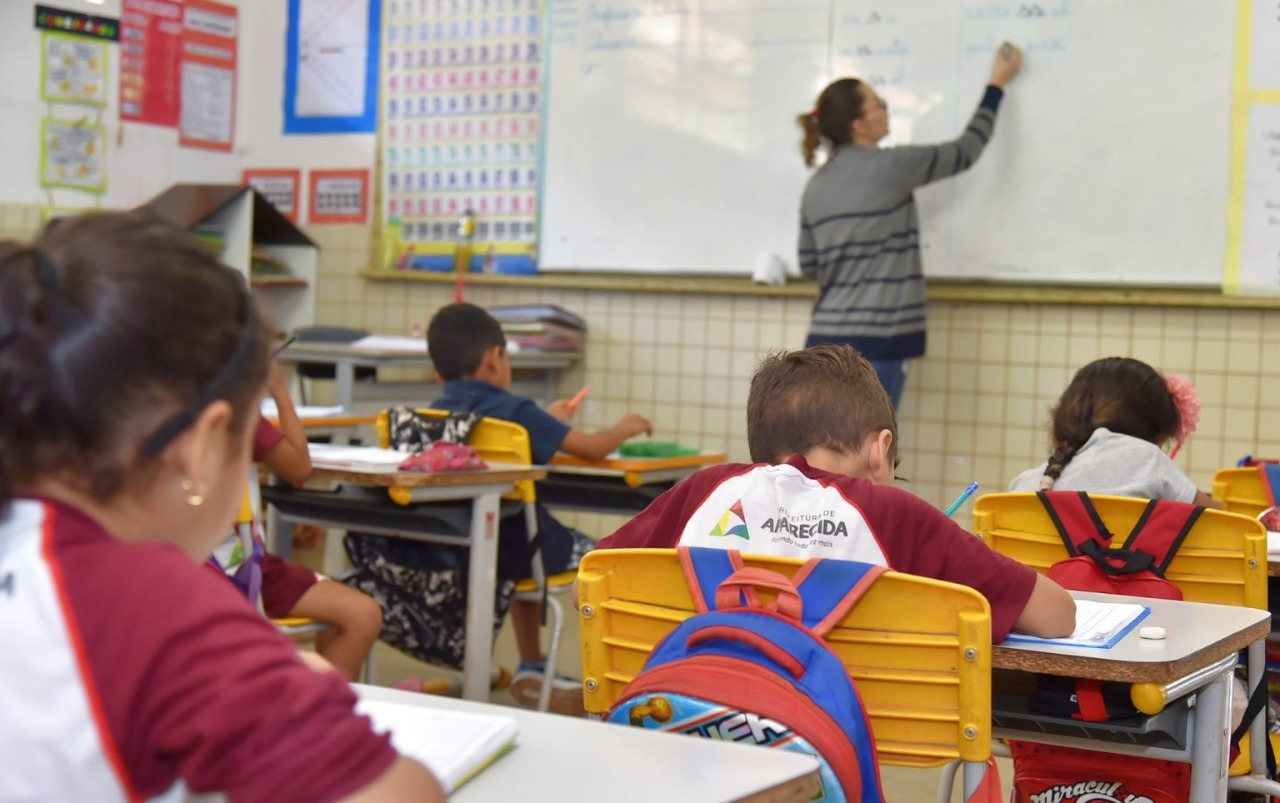 Em Aparecida de Goiânia, 48 mil estudantes iniciam aulas online