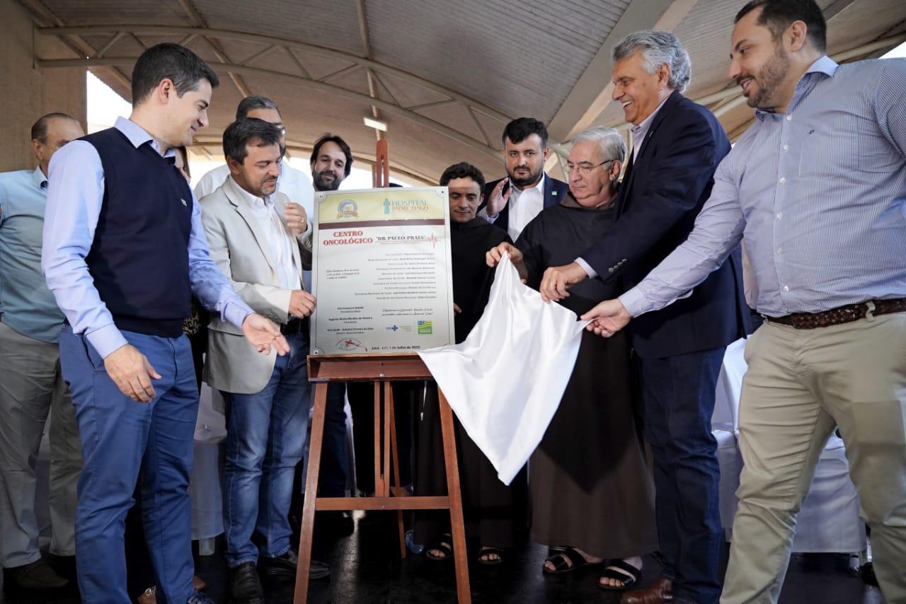 Governo de Goi�s e Z� Carap� inauguram o Primeiro Centro Oncol�gico do interior de Goi�s