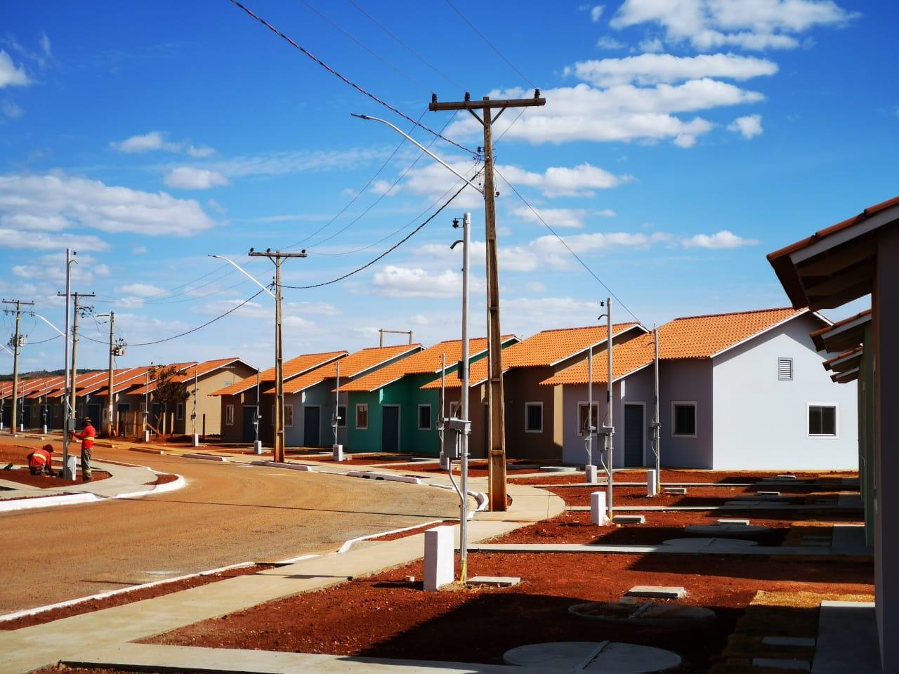 Governo de Goi�s entrega mais 100 moradias em Bonfin�polis e Guarinos