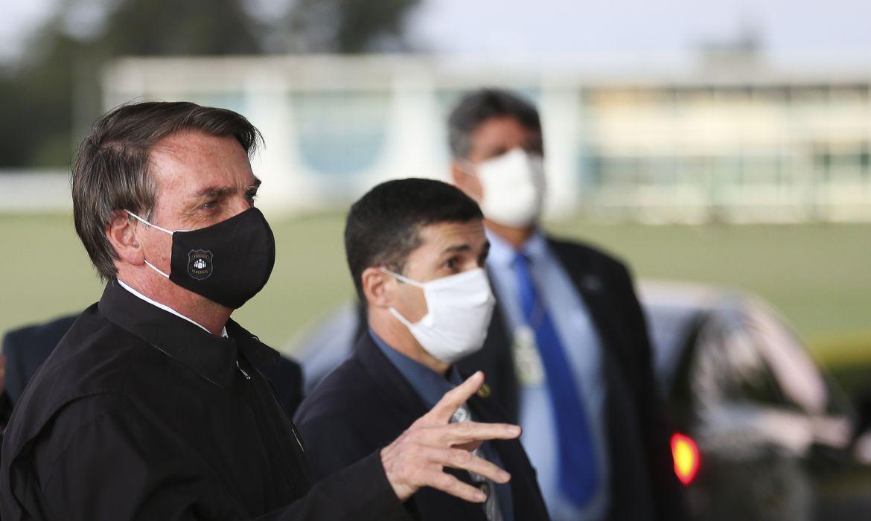 Jair Bolsonaro sanciona lei que torna obrigatório o uso de máscara