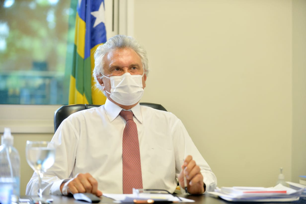Caiado publica decreto que pro�be venda de bebida alco�lica ap�s �s 22h