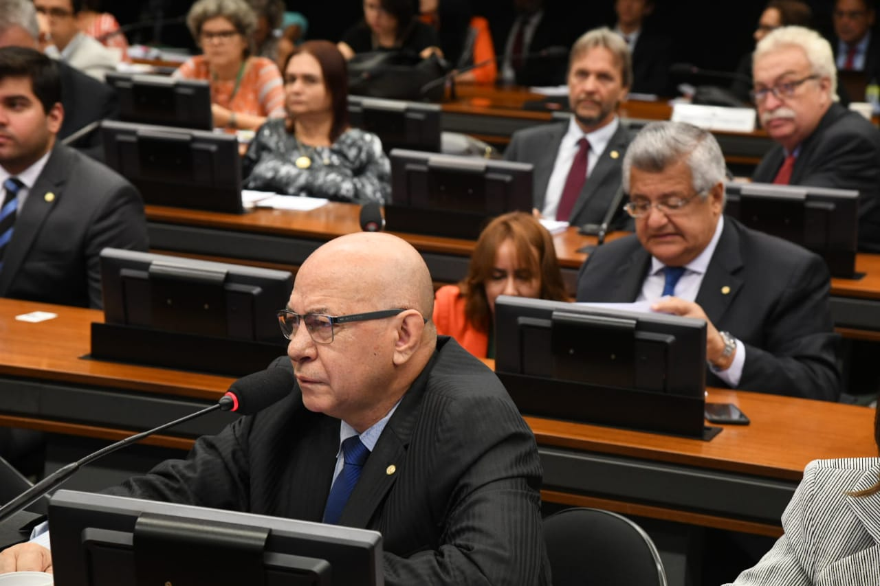 Professor Alcides vai propor altera��o no financiamento do Fies