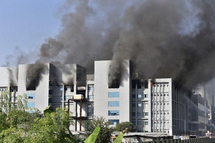 Incêndio atinge a sede do Instituto Serum, maior fabricante de vacina do mundo