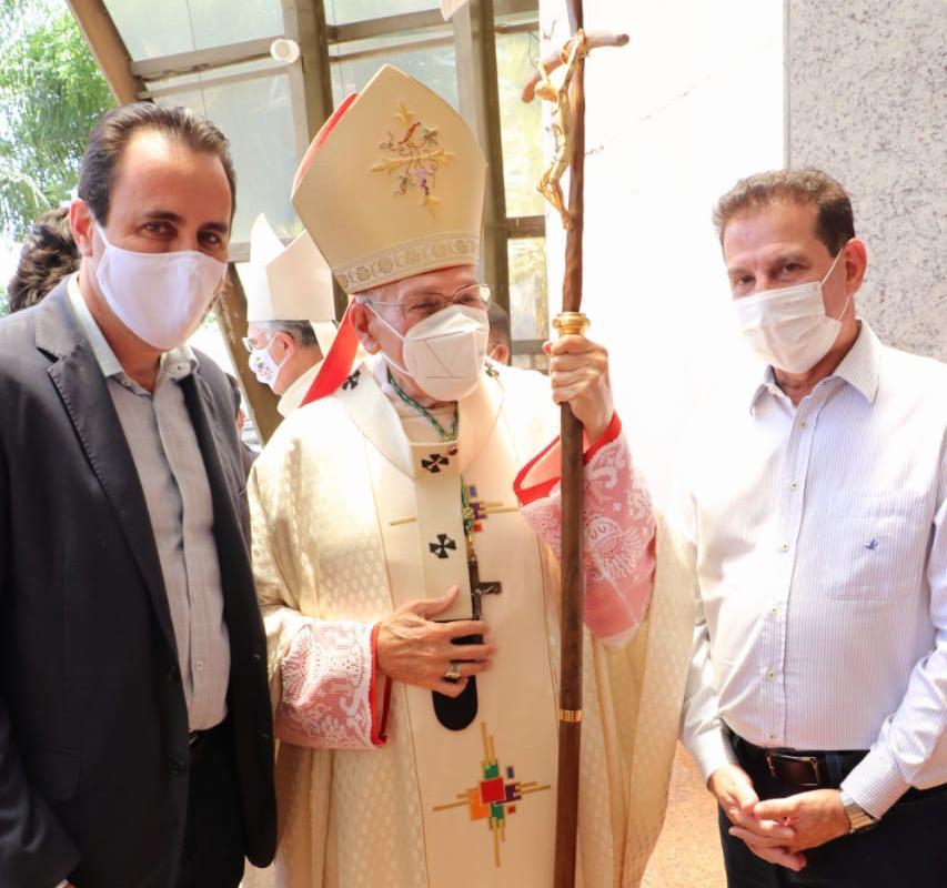 Vanderlan participa da eleva��o do Santu�rio Sagrada Fam�lia � condi��o de Bas�lica