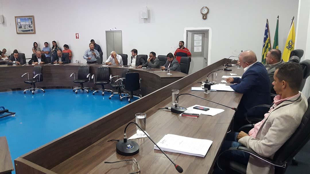 Vereadores usam sessão extraordinária para aprovarem com urgência importantes matérias