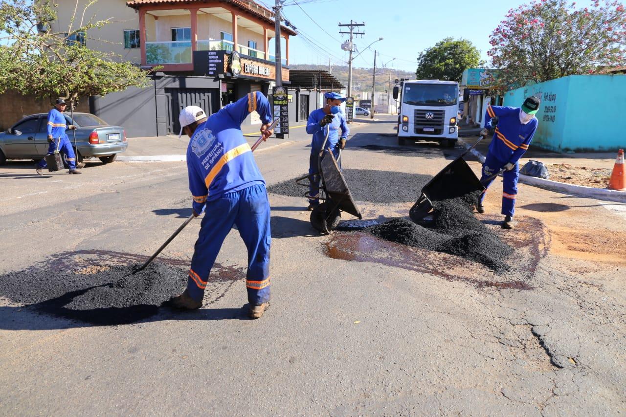 12 bairros de Goiânia recebem a operação tapa-buracos