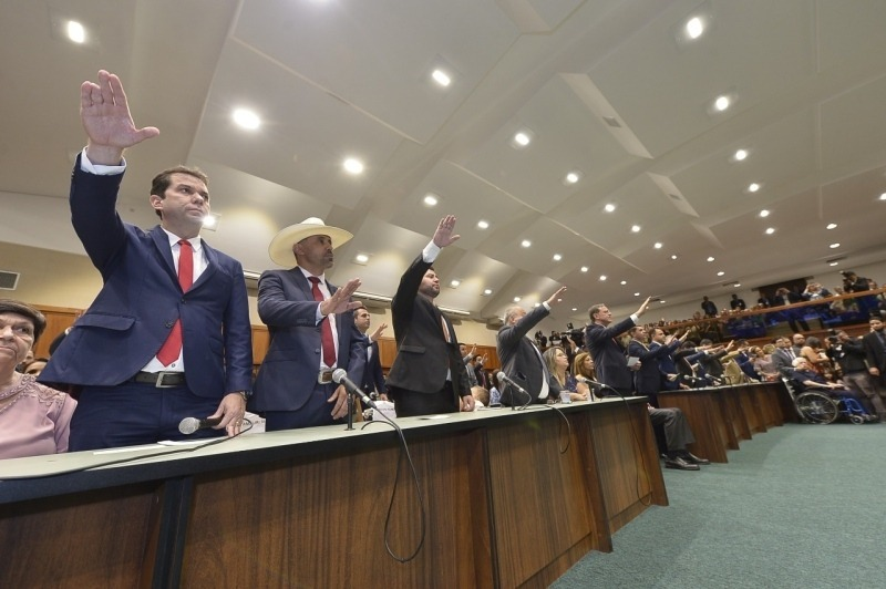 Metade dos deputados estaduais pretende disputar uma cadeira de prefeito em outubro