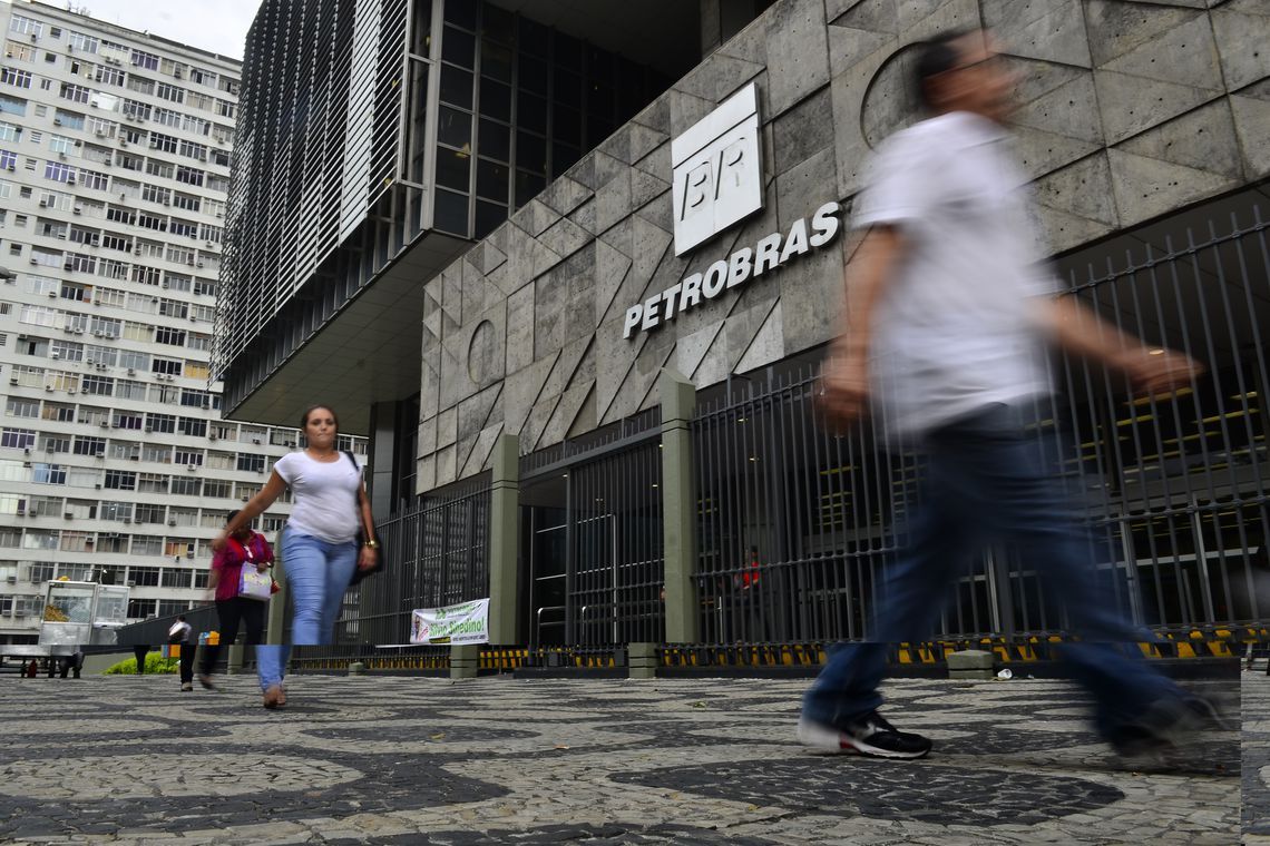 Petrobras aprova revis�o da pol�tica de pre�os do g�s de cozinha