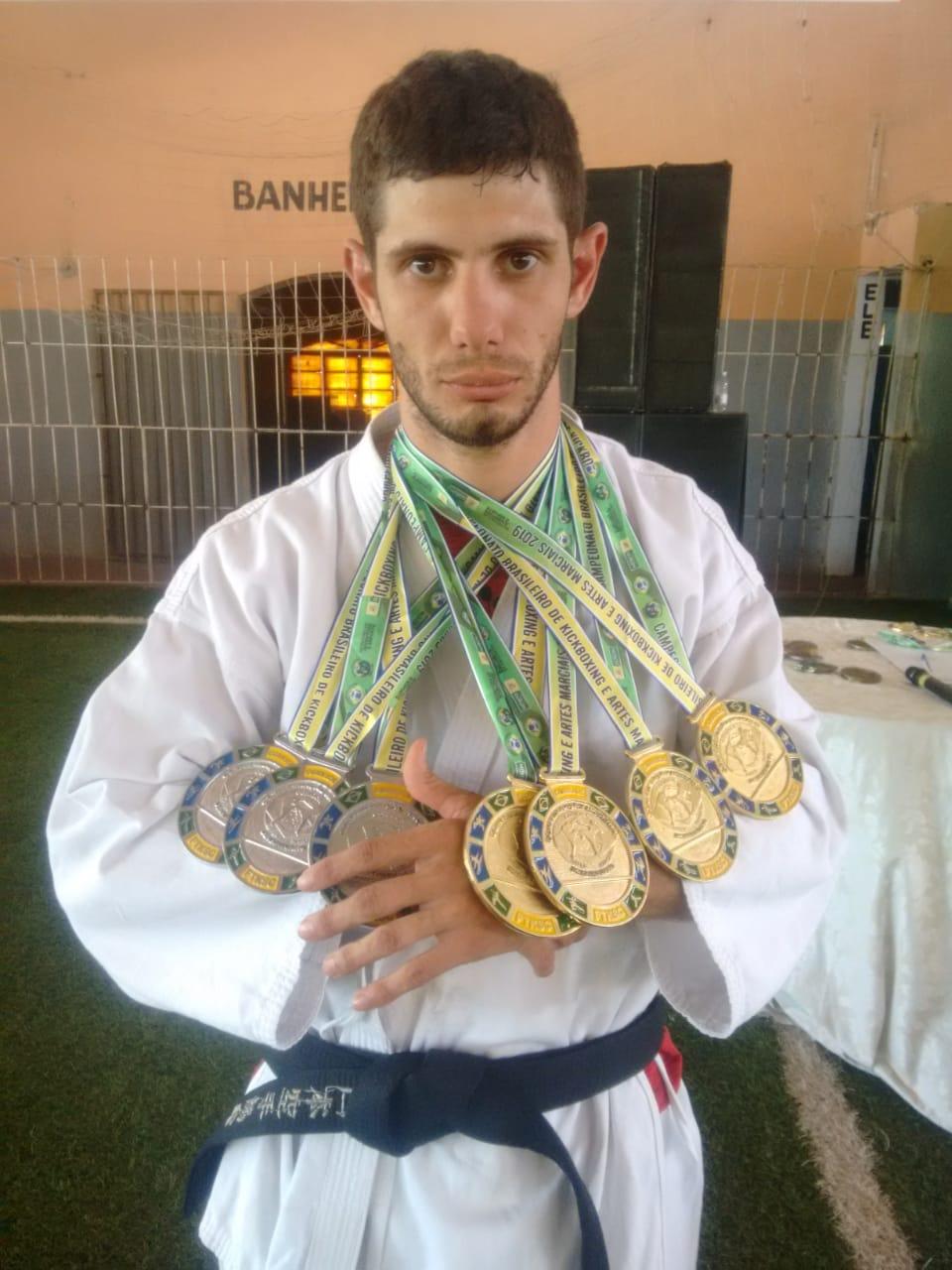 Goiano conquista Campeonato Brasileiro de Kickboxing