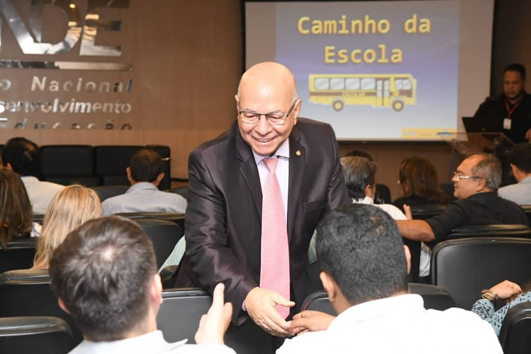 Professor Alcides � o deputado mais ass�duo nas sess�es do Congresso Nacional