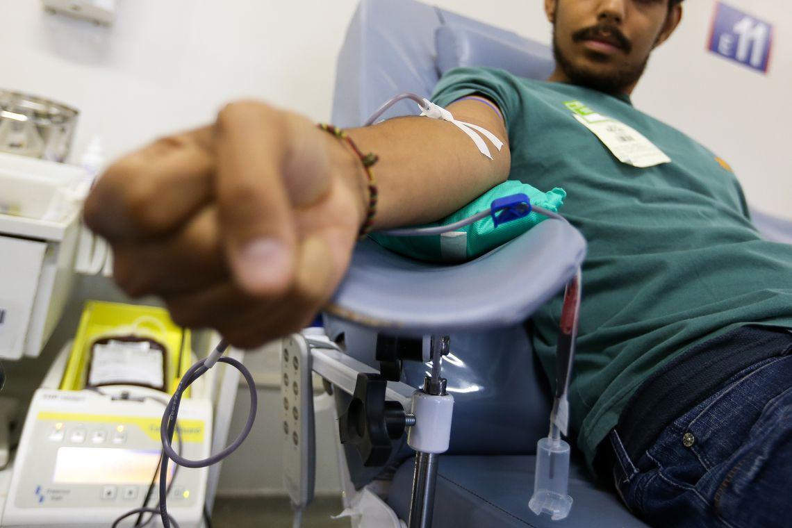 Estudantes recebem pr�mio por aplicativo que estimula doa��o de sangue