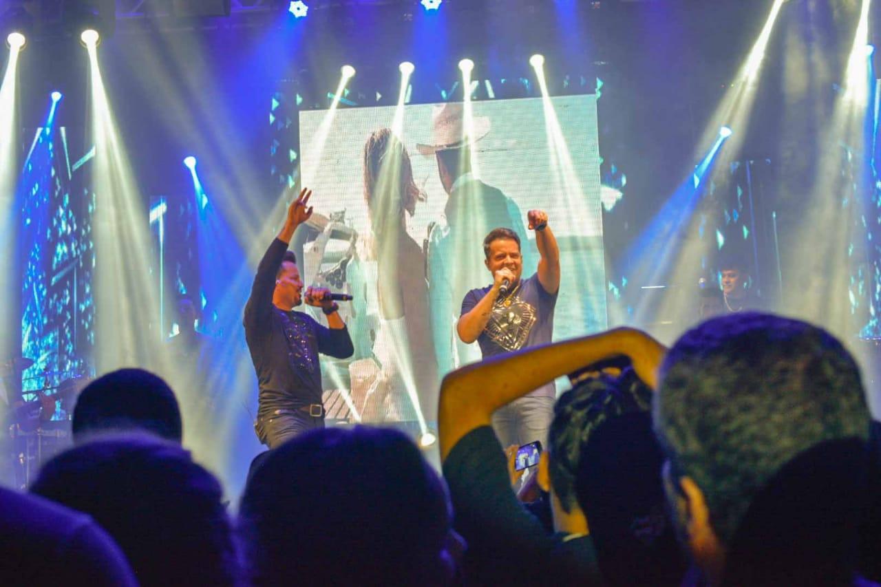 Jo�o Neto e Frederico abrem primeira noite de carnaval em Uruta�