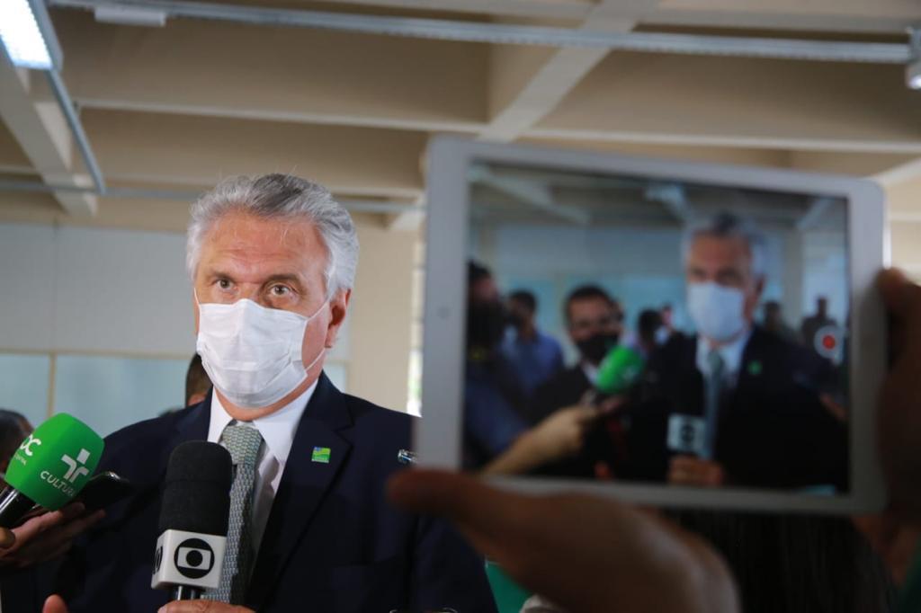 Ronaldo Caiado diz que vacina��o contra Covid-19 manter� calend�rio