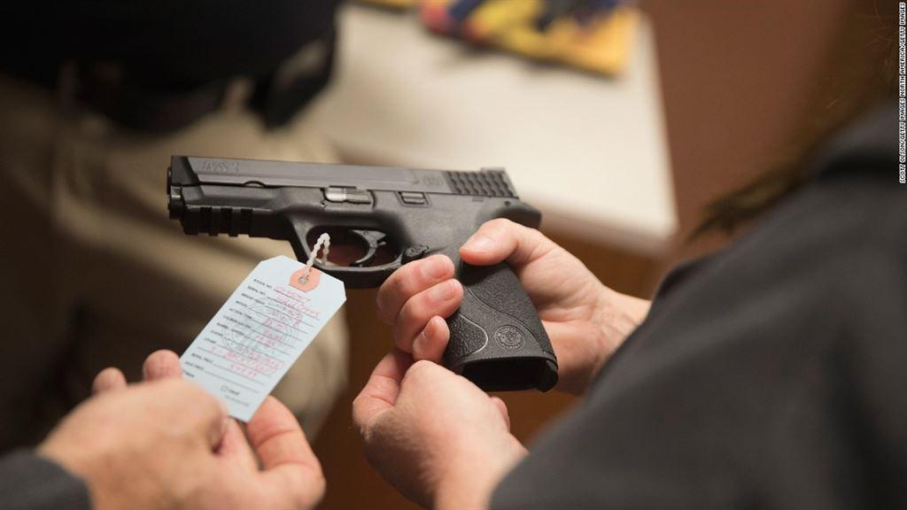 Facilitar a posse de arma ajudará a segurança pública do Brasil?