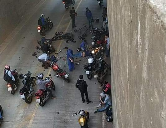 Acidente envolvendo 9 motocicletas deixa feridos em Goi�nia