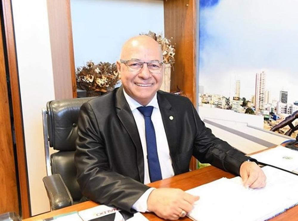 Professor Alcides: esse sim representa Aparecida de Goi�nia como deputado federal e como empres�rio de sucesso