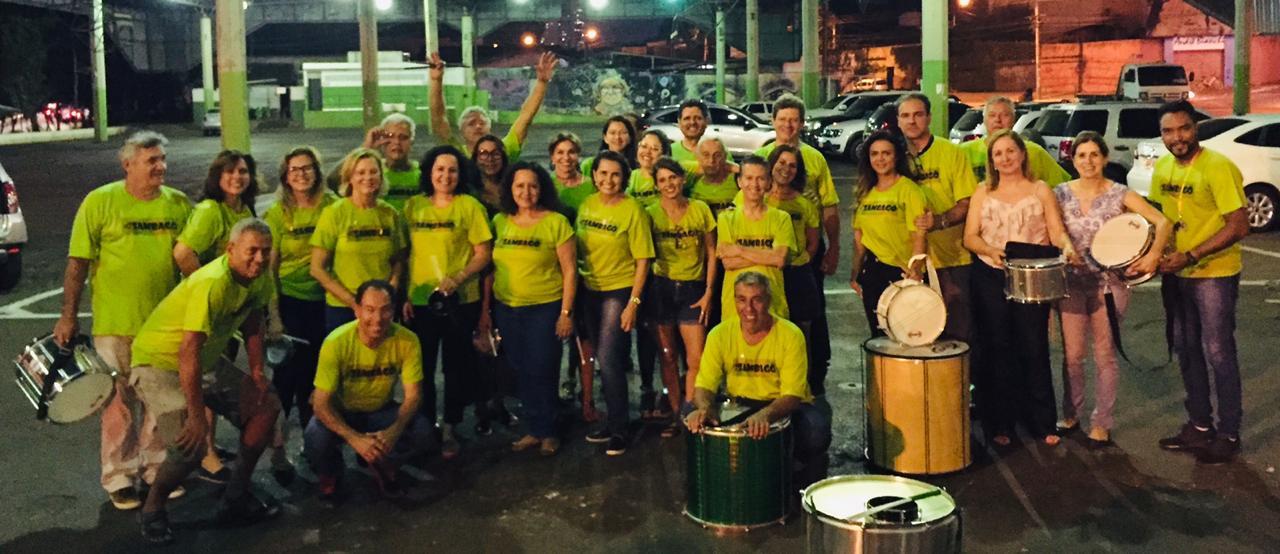Sambag� faz show de percuss�o no Bloco do Cerrado