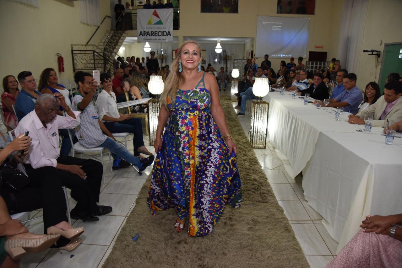 Em noite de glamour idosos disputam o título de Miss e Mister Aparecida de Goiânia