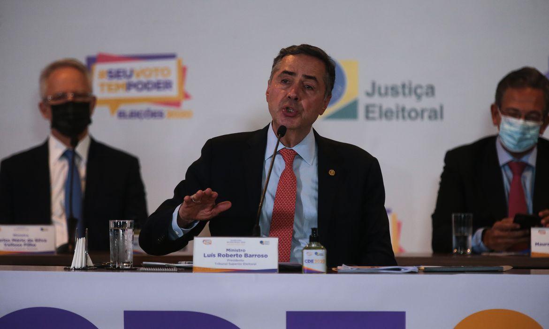 Ministro Barroso diz que abstenção de eleitores foi maior que o desejável