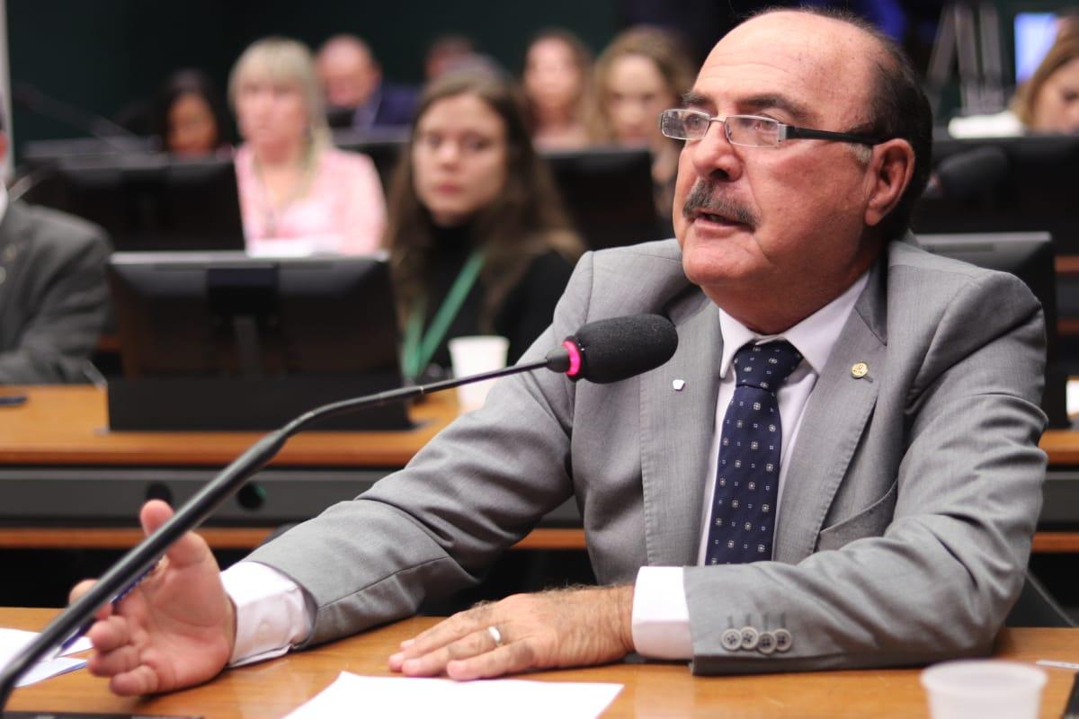 Zacharias Calil contempla 11 munic�pios com R$ 2,7 milh�es em emendas