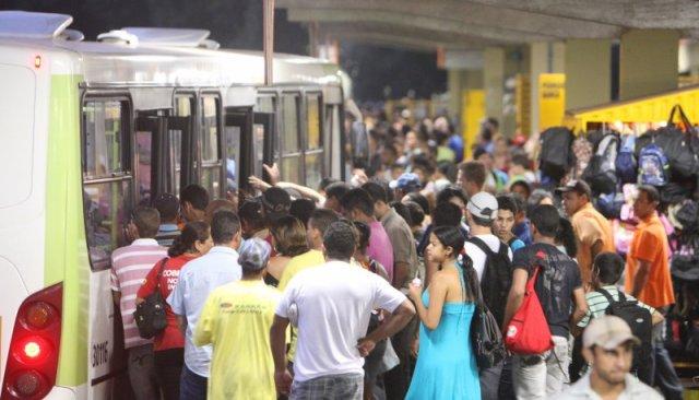 Aumento da passagem do transporte coletivo gera revolta na popula��o da Regi�o Metropolitana