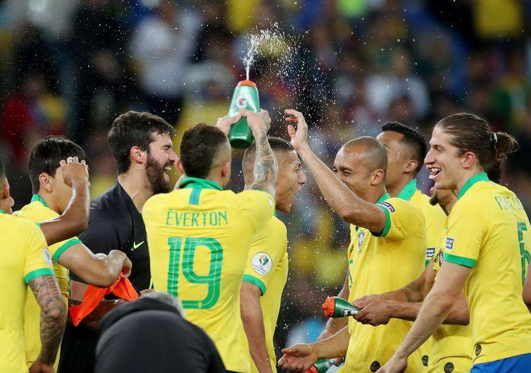 Brasil confirma favoritismo e vence Copa Am�rica contra o Peru