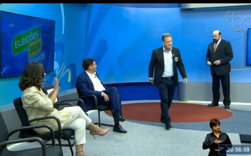 Major Ara�jo d� piti e abandona debate ao vivo na TV