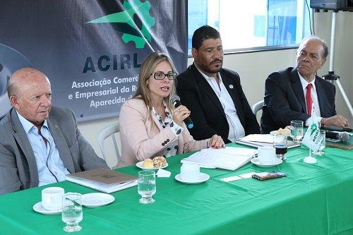 Cristiane Schmidt participa do Café Empresarial em Aparecida