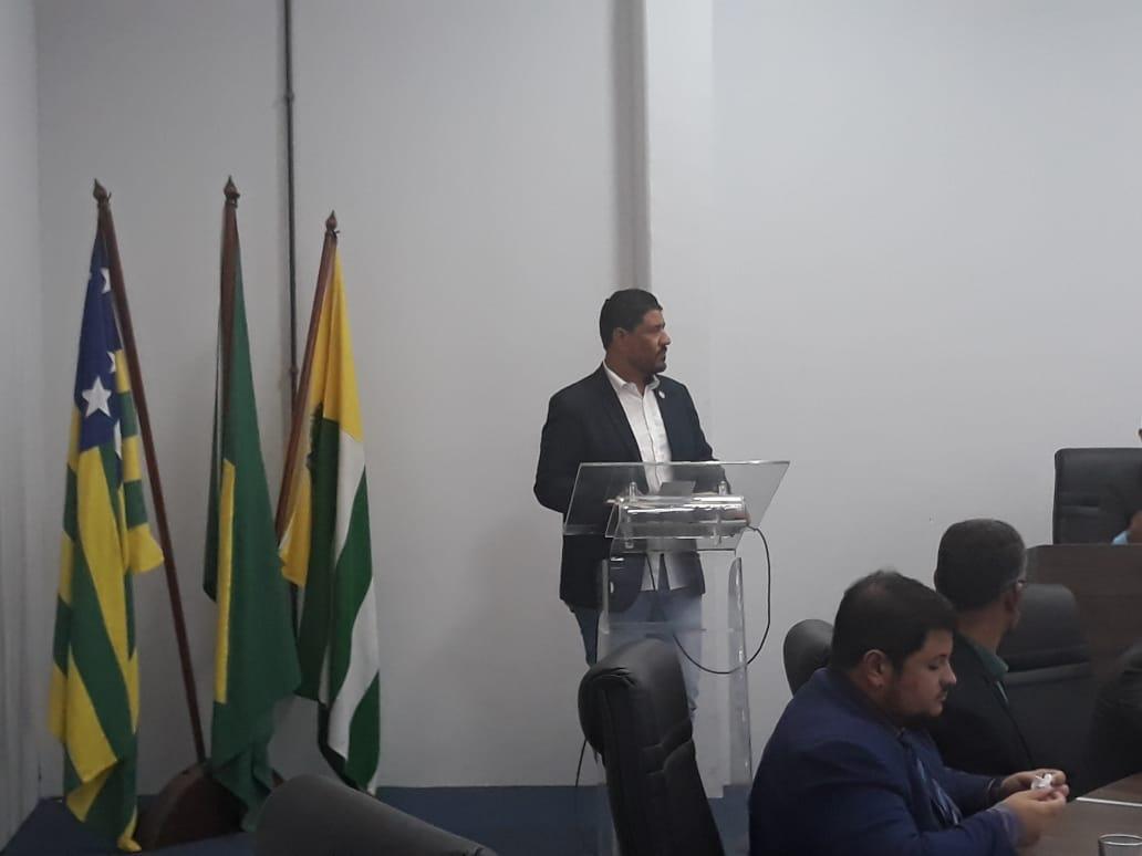 Presidente da ACIRLAG discursa durante sessão