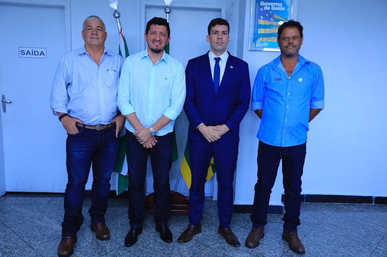 A pedido de Glaustin, Goinfra se compromete a reconstruir ponte entre Araguapaz e Matrinch�