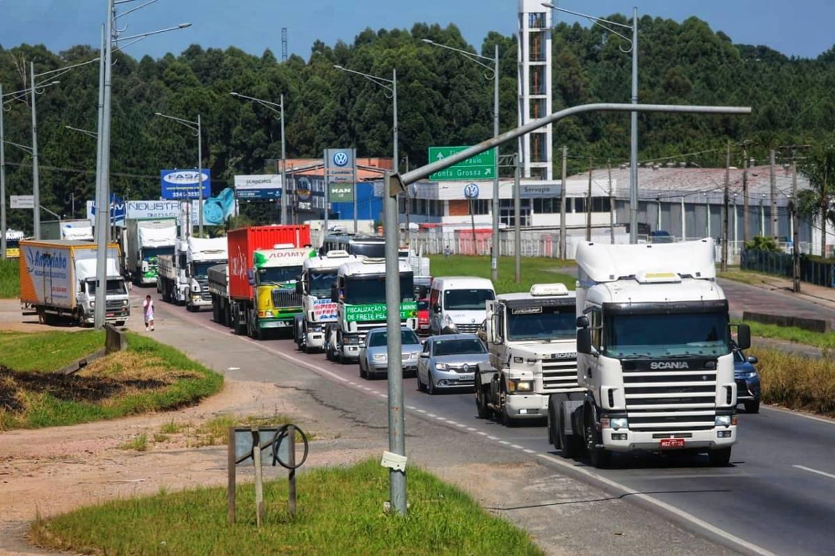Governo anuncia R$ 500 milh�es do BNDES para caminhoneiros aut�nomos